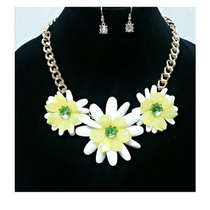 Jewelry - 3/$30 Summer Floral Necklace Set White Yellow